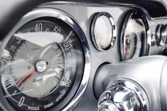 Dashboard-Classic-car-silver